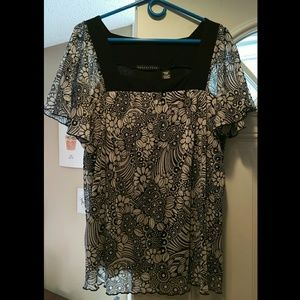 Flowy black and white patterned top size XL